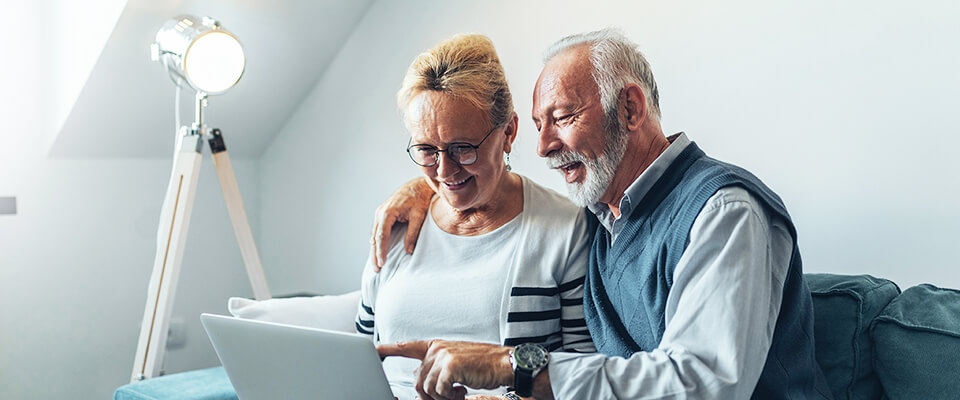 Senior couple comparing HELOC rates to make the right choice for retirement