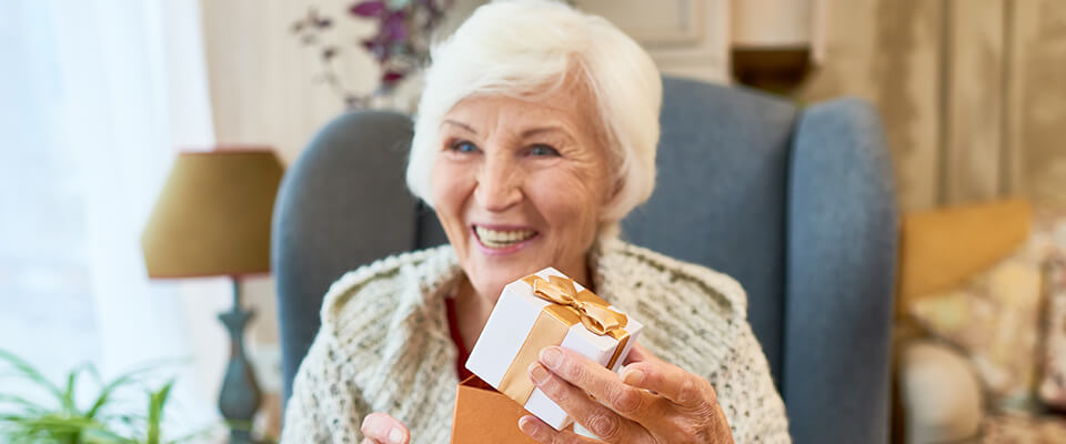 Be a Santa to a Senior program helps Canadian seniors to combat loneliness and enjoy their holidays.